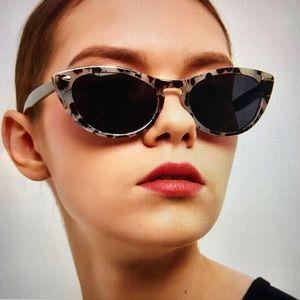 🕶Sophisticated Cat Eye Sunglasses 🕶
